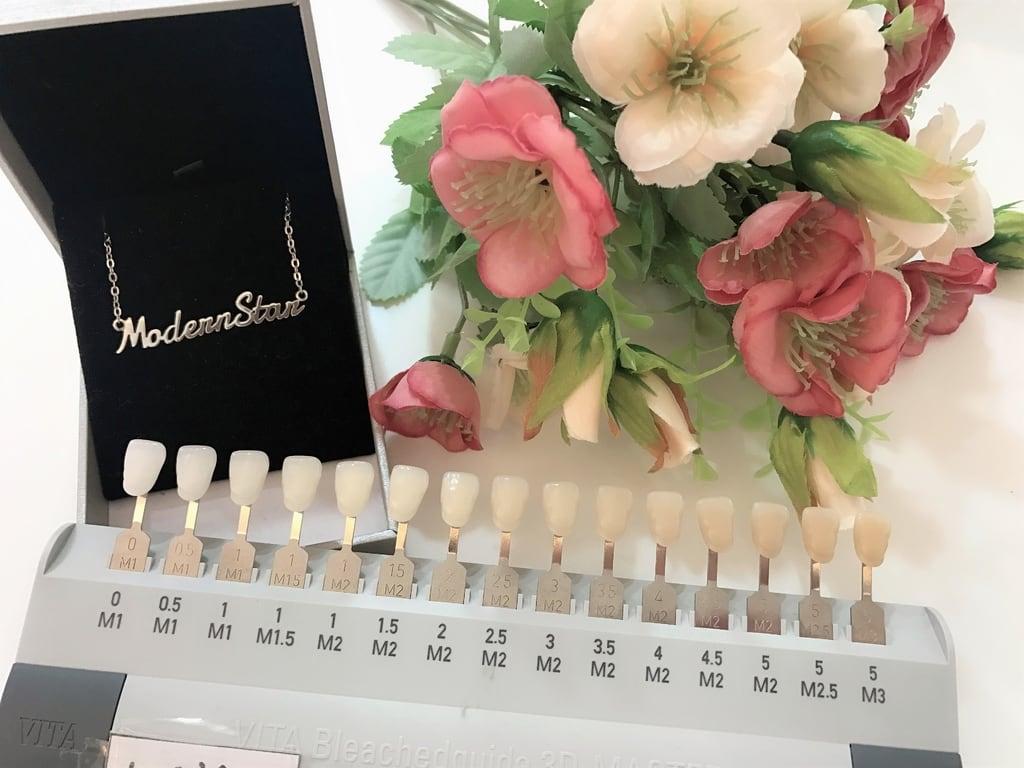 前牙美學專家-沈志容醫師推薦案例-網紅克萊兒牙齒美白全記錄-色卡可以看出牙齒屬於哪一階